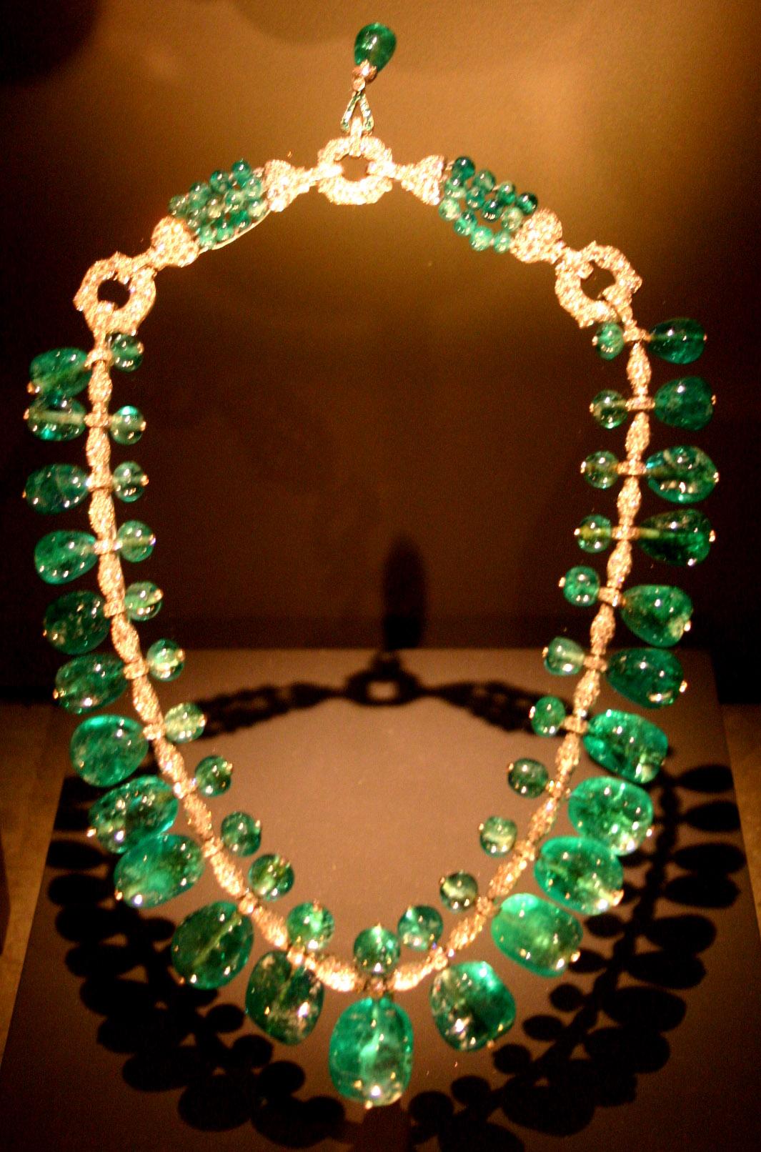 A quoi sert le port des colliers pour les femmes?