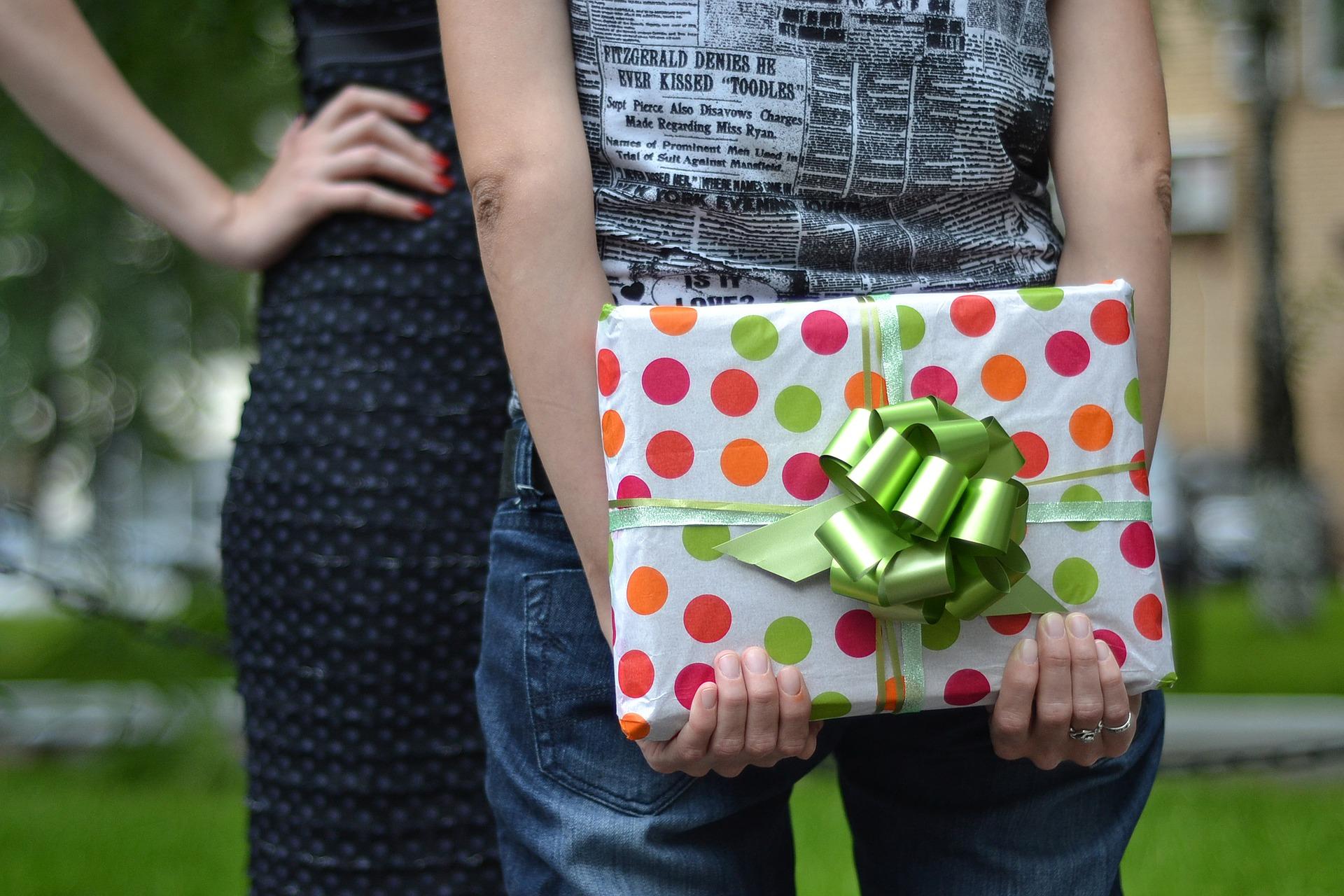 You are currently viewing Les astuces pour combler une femme de bonheur avec des cadeaux