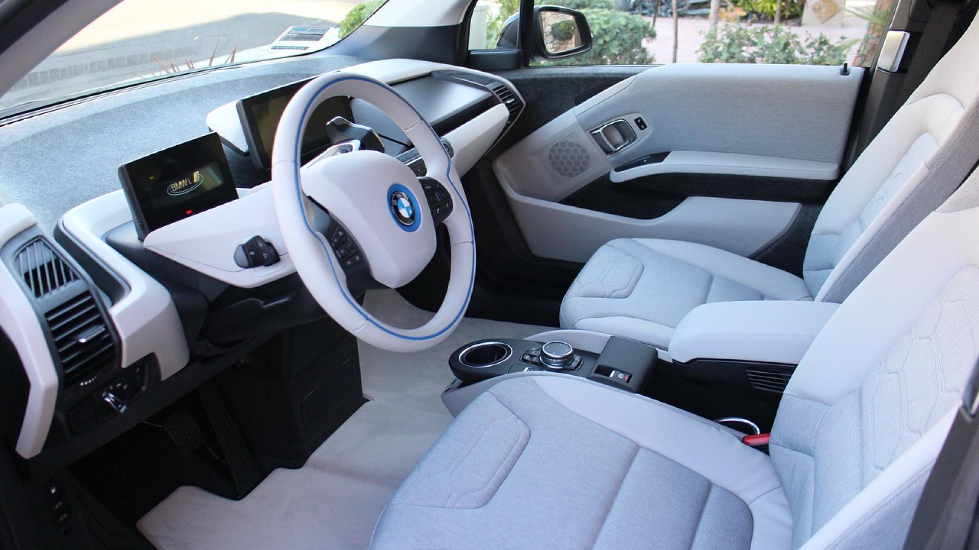 Quels sont les objets indispensables à garder dans sa voiture ?
