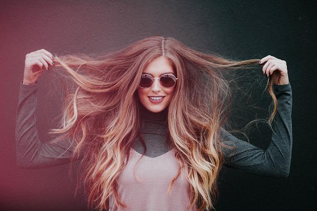 La perte de cheveux chez la femme : remèdes et traitements