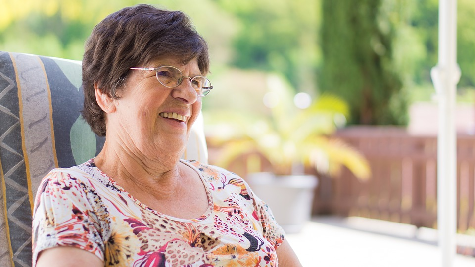 Maison de retraite ou maintien à domicile : comment choisir ?