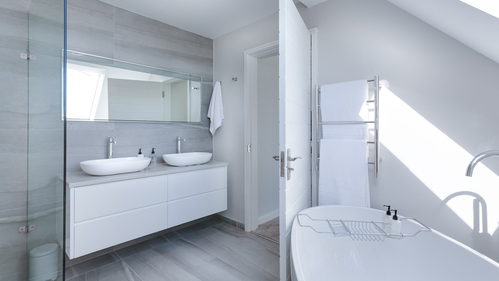 Salle de bain : simple ou double vasque ?