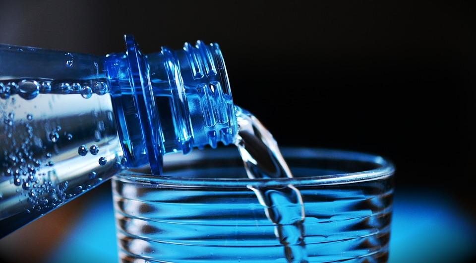 Différences entre eaux de luxe et eau brute