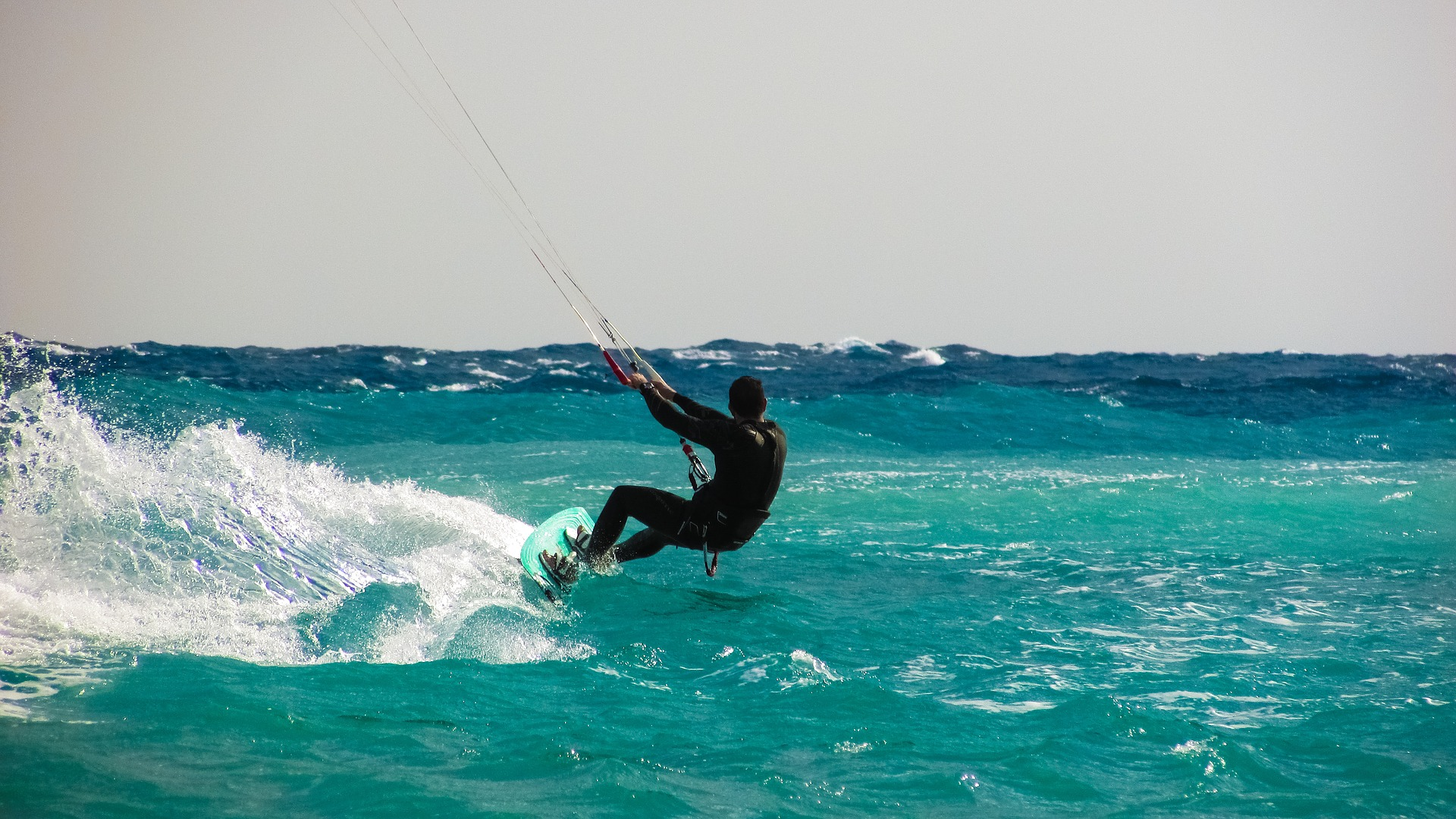 Passer un été sportif en apprenant le Kitesurf