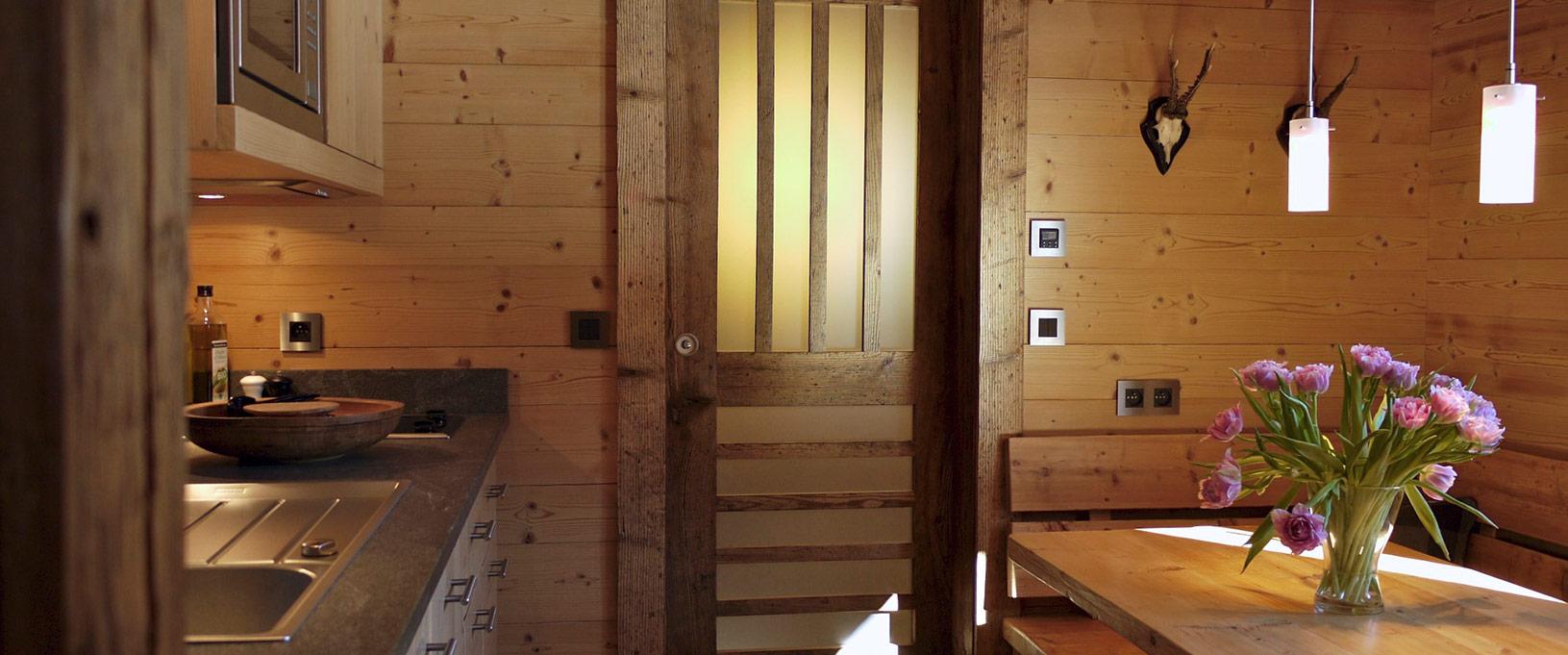 Cabane en bois : 7 idées sympa pour décorer son intérieur