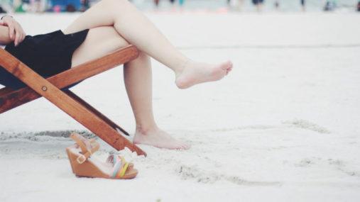 Les sandales pour les femmes sortent des dressings