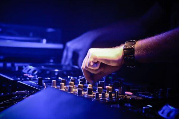 DJ généraliste ou soirée à thème à Bordeaux